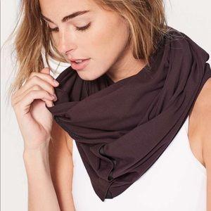 LULULEMON Vinysas scarf black cherry